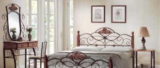 Преимущества кованых кроватей, особенности сочетания с интерьером